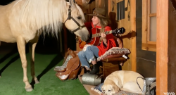 Shania Twain Sings to Her Horse and It's Amazing