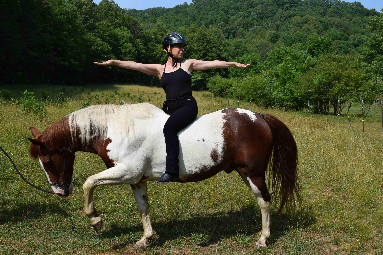 A resposta de uma palavra para uma melhor equitação: ioga 2