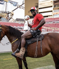 This Tampa Bay Linebacker Celebrated His Team's Win With His Horse